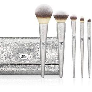 It Cosmetics ALL THAT GLITTERS Brush Set